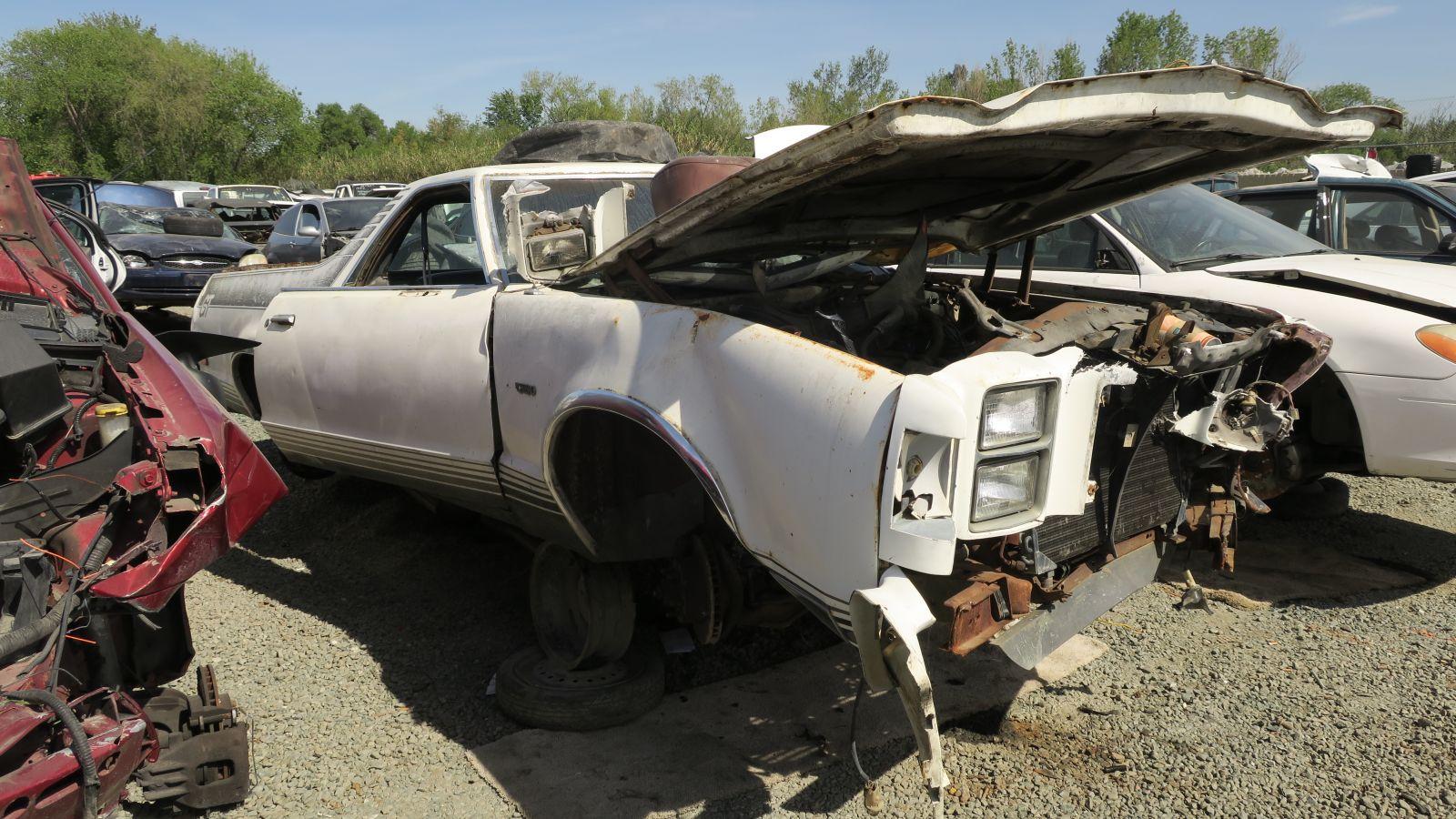Джанкиард Найдено: 1977 Ford Ranchero GT Brougham