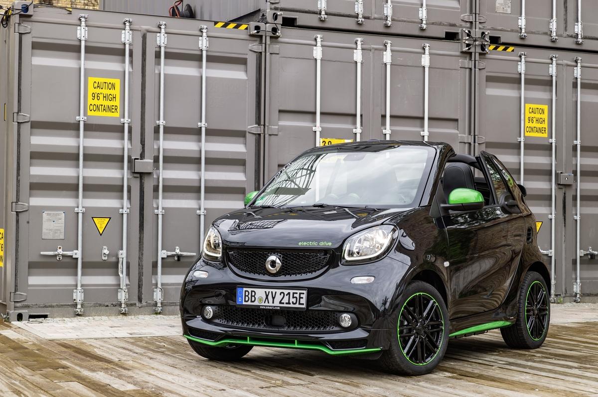 Освободившись от бензина, Smart Fortwo 2017 года снизил цену и добавляет диапазон
