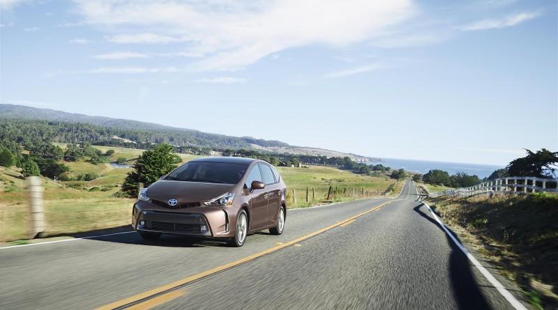 Toyota Prius v 2017 — большая семья