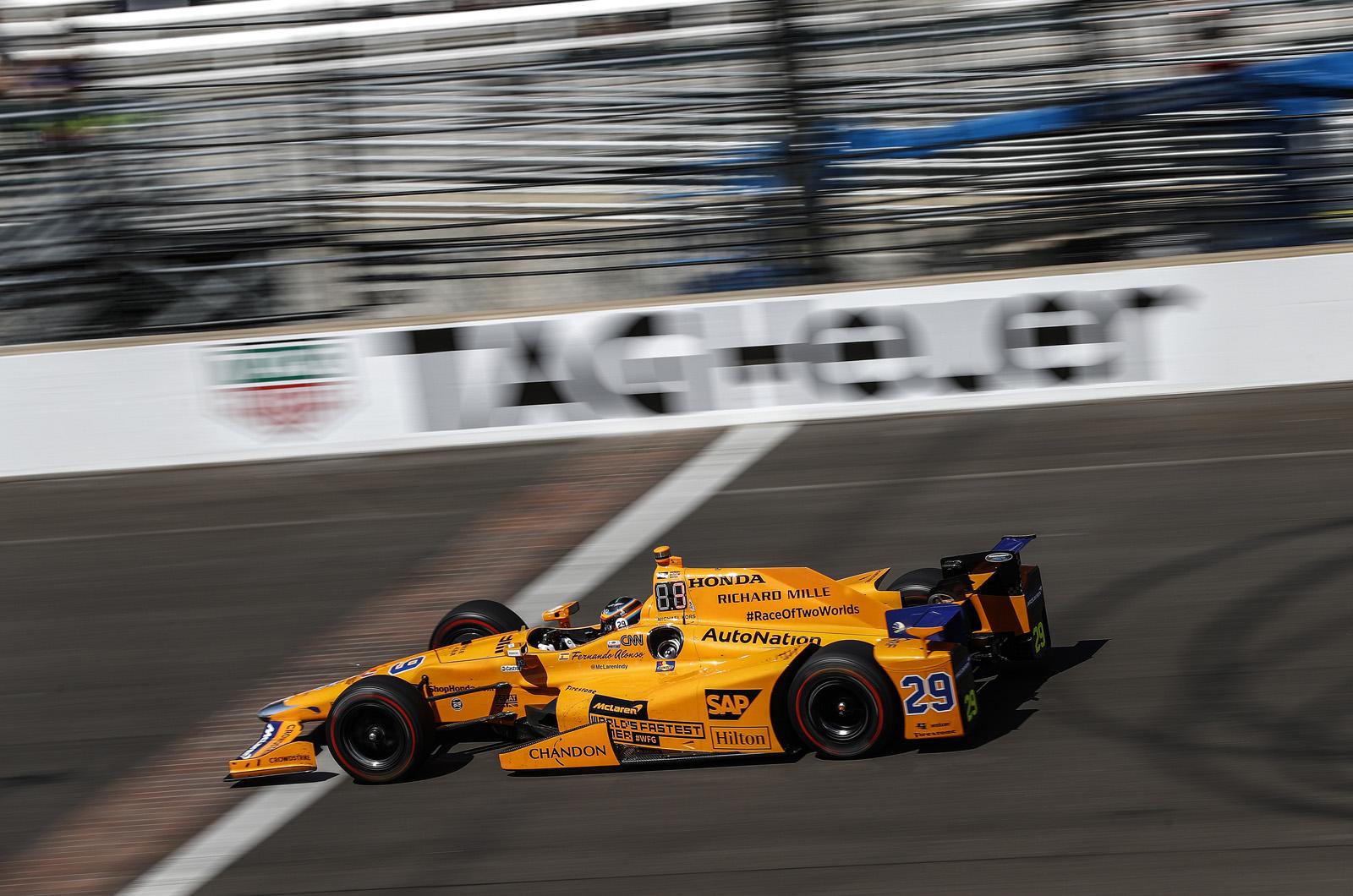 Motorsport wrap: Алонсо играет главную роль в Indy 500 до отказа двигателя