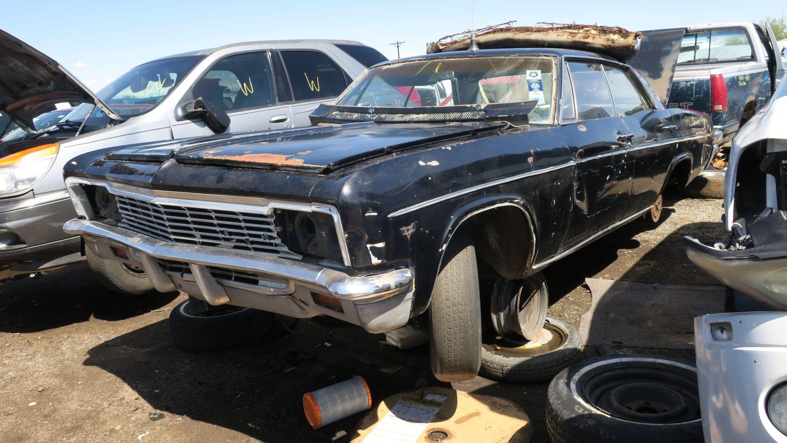 Junkyard Найти: 1966 Chevrolet Impala Sport Sedan