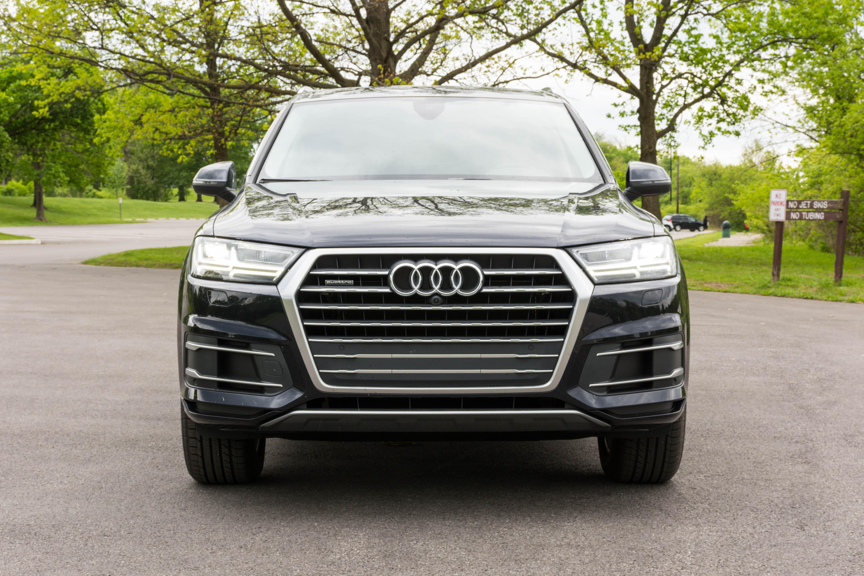 Не важно, как большие внедорожники Audi получают, не ожидают дизельного топлива