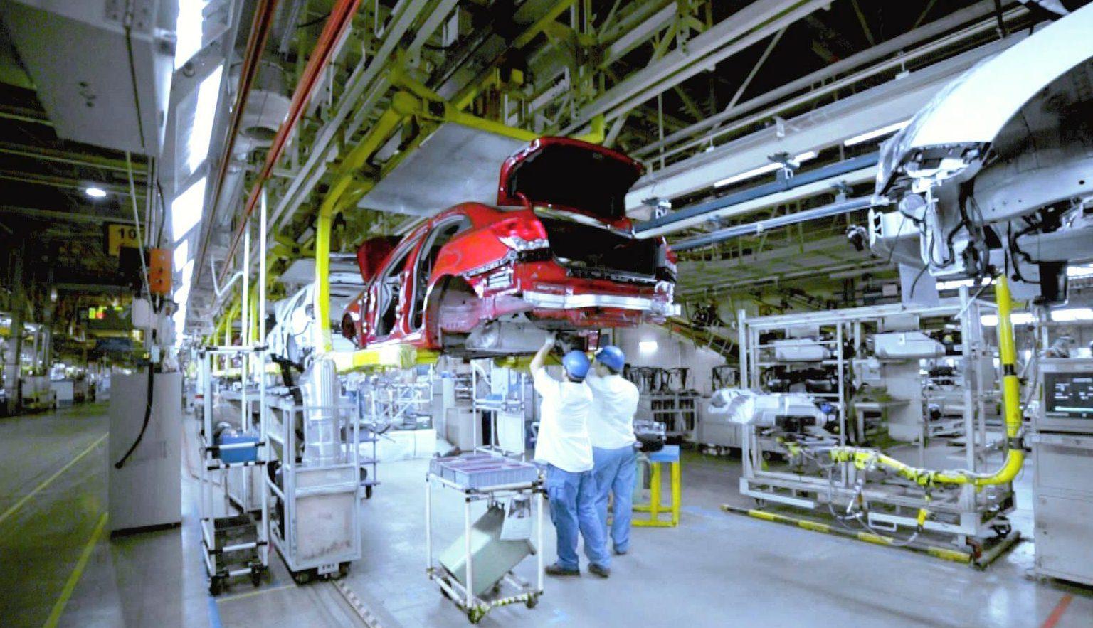 General Motors завершает надзор за безопасностью безопасности NHTSA, обещает поддерживать связь