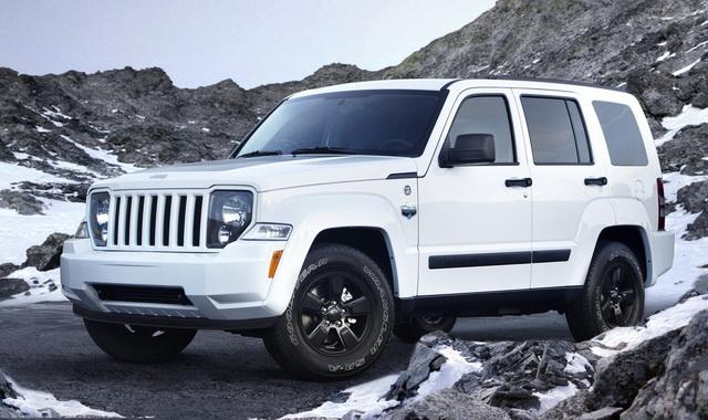 NHTSA расследует неисправную систему подушек безопасности в Jeep Liberty;