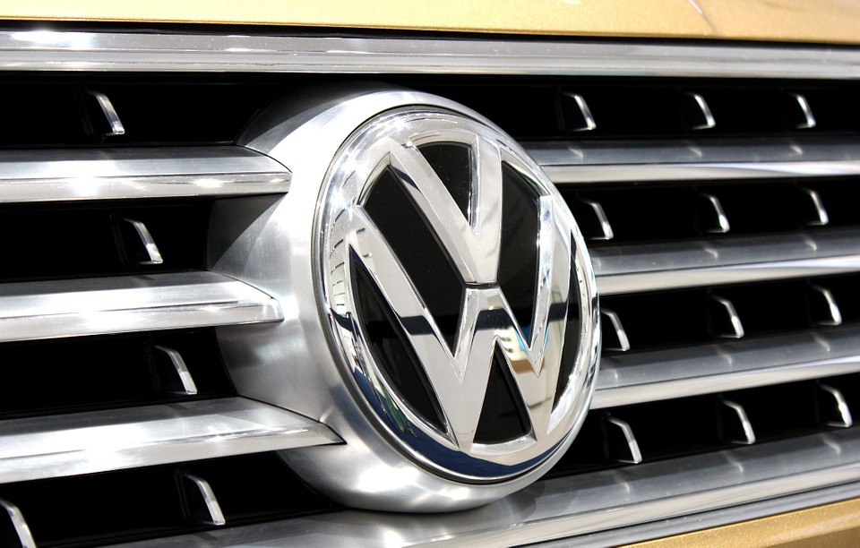 Недавно отправленный Hyundai Sales Exec неожиданно появился на Фольксвагенской платежной ведомости