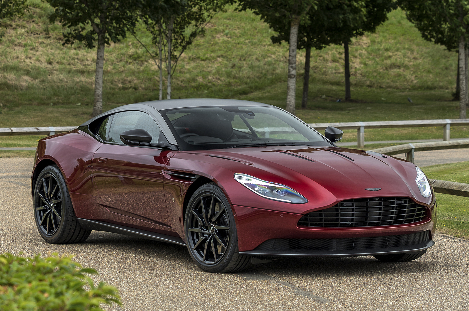 Одноразовое издание Aston Martin DB11 Henley Royal Regatta показало, что