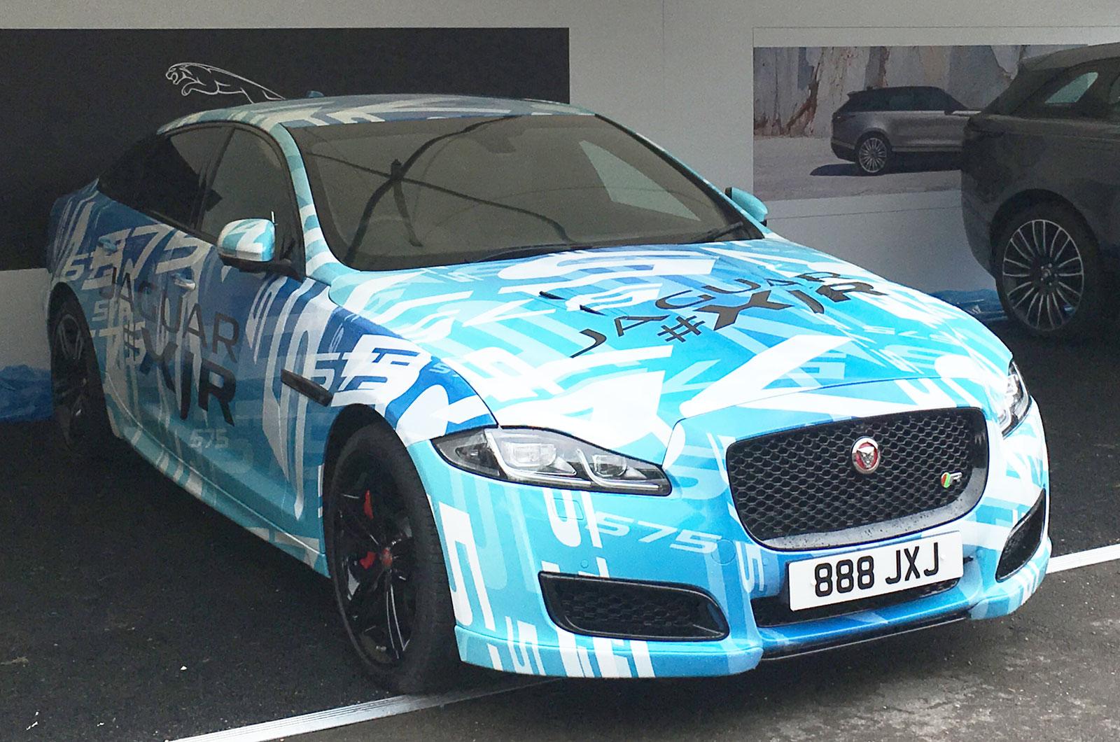 567 л.с. Jaguar XJR разрывается на фестивале Goodwood Festival of Speed