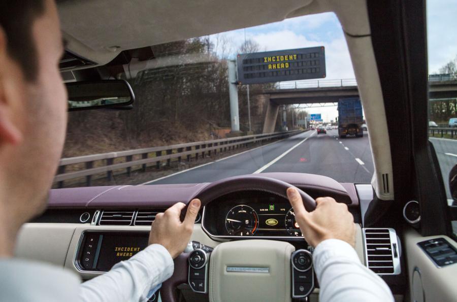 Речь королевы: правительство устанавливает автономный и электрический счет за автомобиль