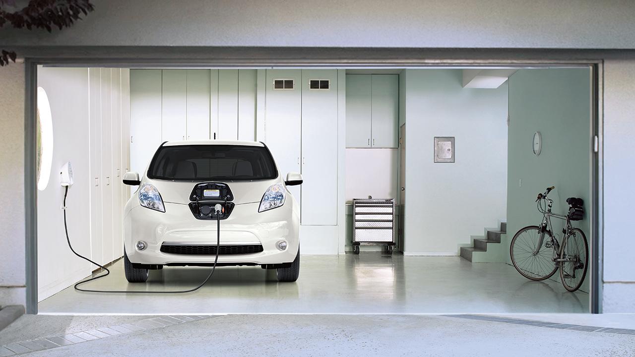 Калифорния считает, что производство электромобилей дешевле в дилерской сети