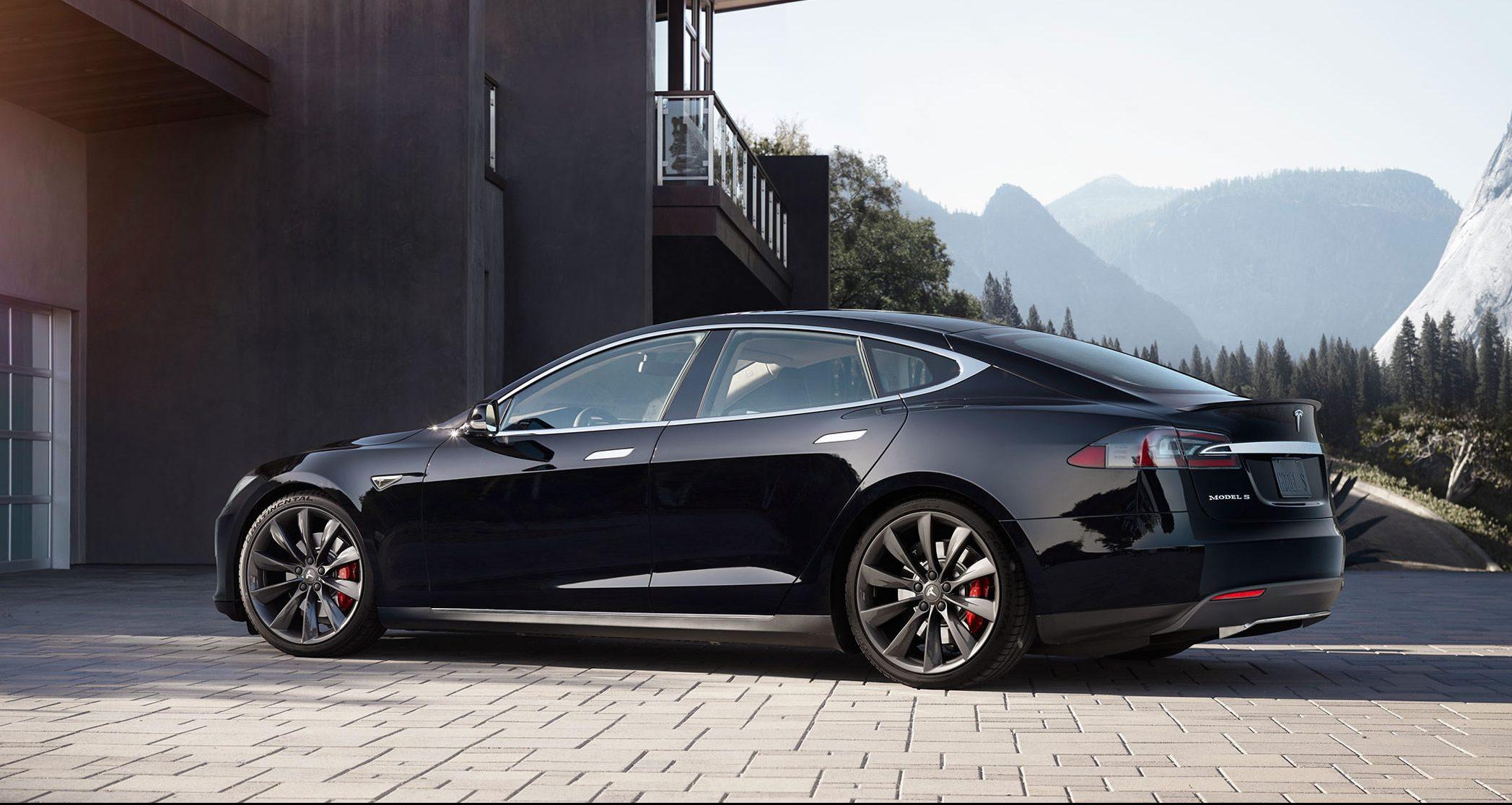 Tesla Motors разозлили после того, как AAA повысил ставки страхования на своих автомобилях