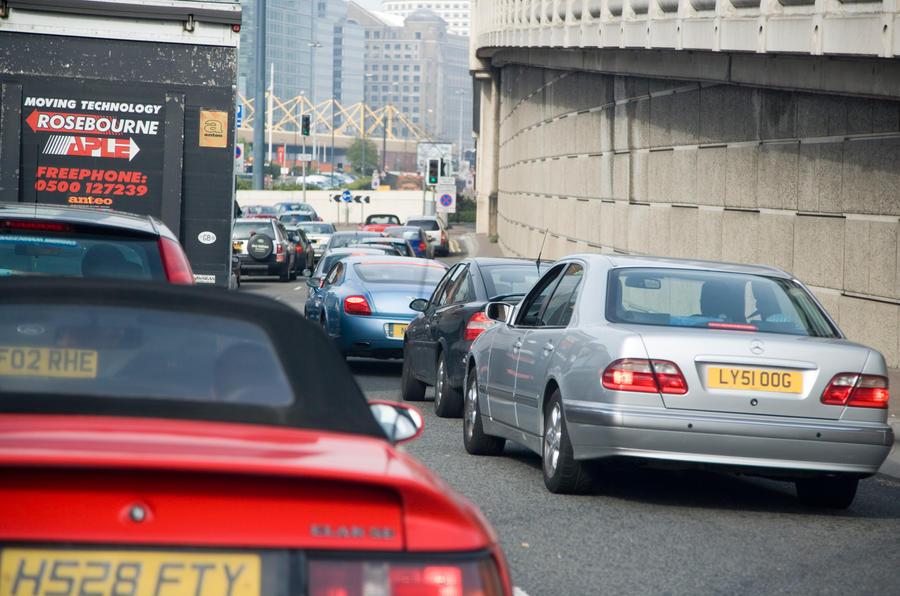 Правительство Великобритании намерено объявить, что все новые автомобили, проданные с 2040 года, должны быть электрифицированы
