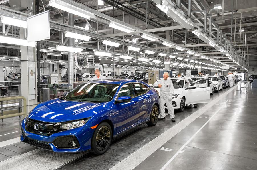 Брексит уже вредит автомобильной промышленности, говорит президент SMMT