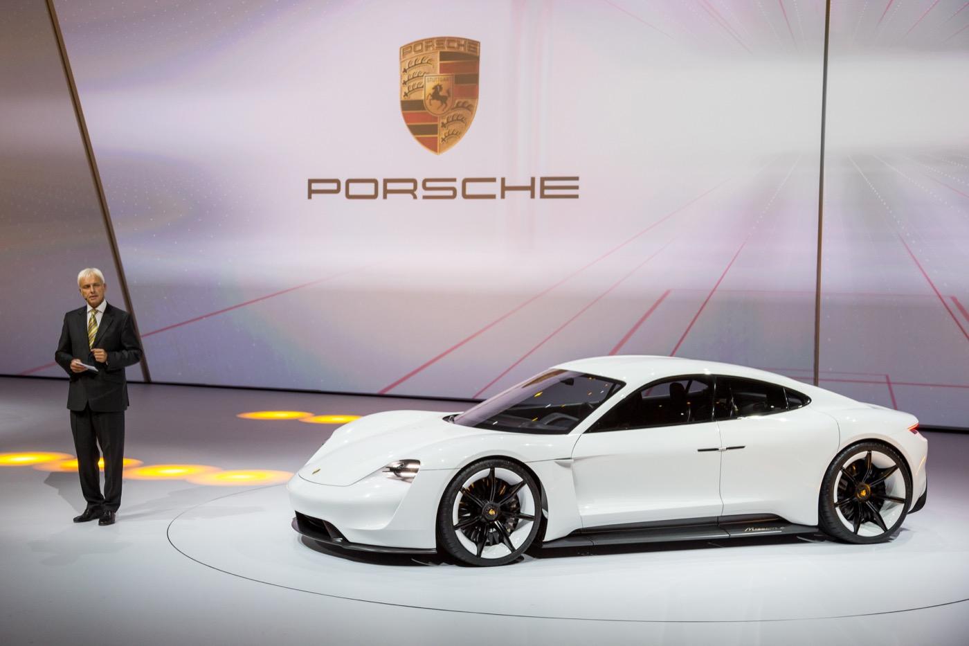 Неожиданное волнение Porsche для EVs продолжает раздуваться