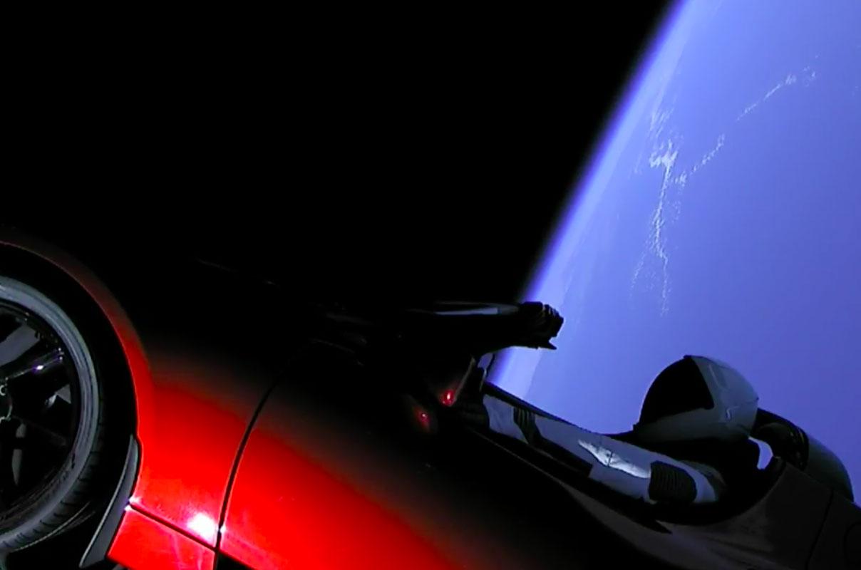 SpaceX Falcon Тяжелая ракета на пути к Марсу с родником Тесла
