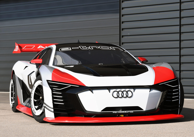 Audi строит 815 HP Racecar, который дебютировал внутри видеоигры