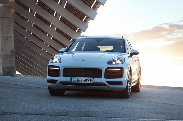 Porsche Cayenne E-Hybrid запустил электрическую трансмиссию 456 л.с.