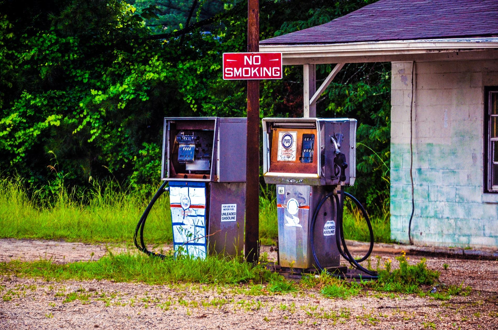 Калифорния готовит официальный ответ в газовой войне, звонки миль на галлон откат 'незаконное'